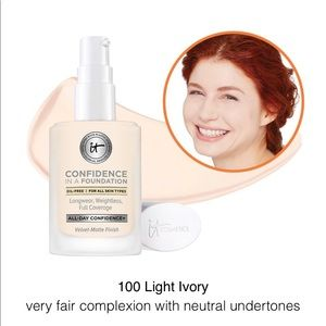 "IT Cosmetics ""Confidence in a Foundation"" Light"